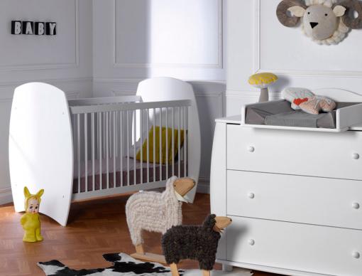 Petite Chambre Médéa Blanc Avec Lit Couchage 70x140 , Commode Et Plan à  Langer