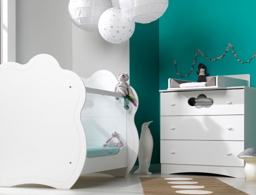 chambre b b alt a blanc avec lit b b commode et plan langer. Black Bedroom Furniture Sets. Home Design Ideas