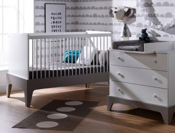 Petite chambre bébé Paris blanc et lin