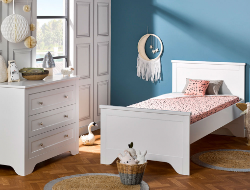 petite chambre enfant occitane blanc l 39 essentiel dans une chambre gar on ou fille. Black Bedroom Furniture Sets. Home Design Ideas